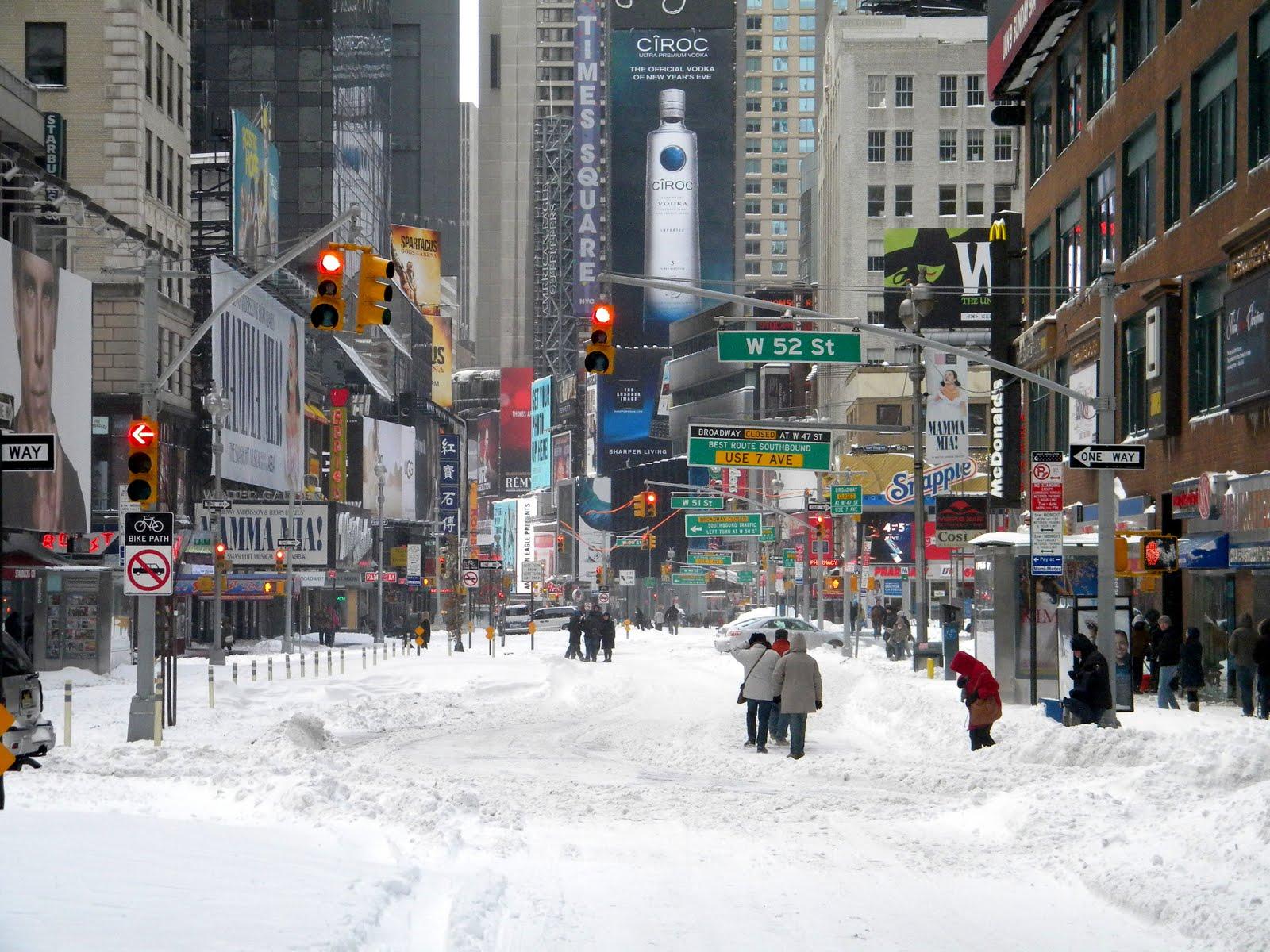 winter-snow-storm-new-york-city-times-sq